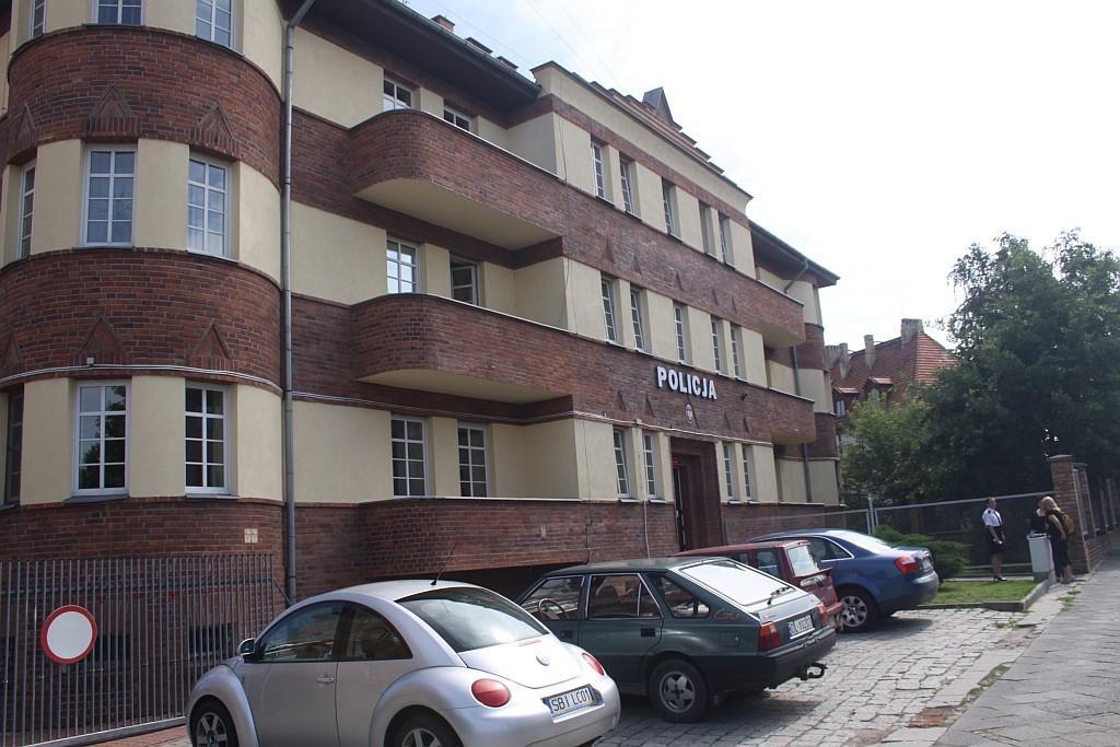 Asnyka, budynek Policji, Legnica