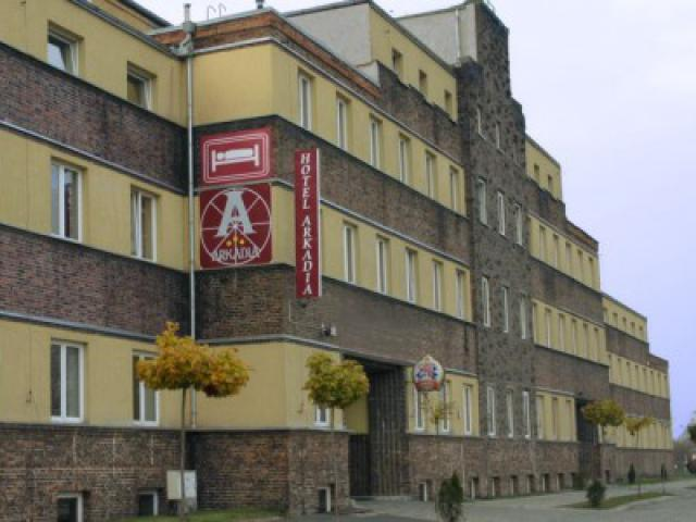 ul. Gliwicka w Legnicy, hotel, dawna poczta; źródło: http://foto.noclegi.pl/big/57972.jpg