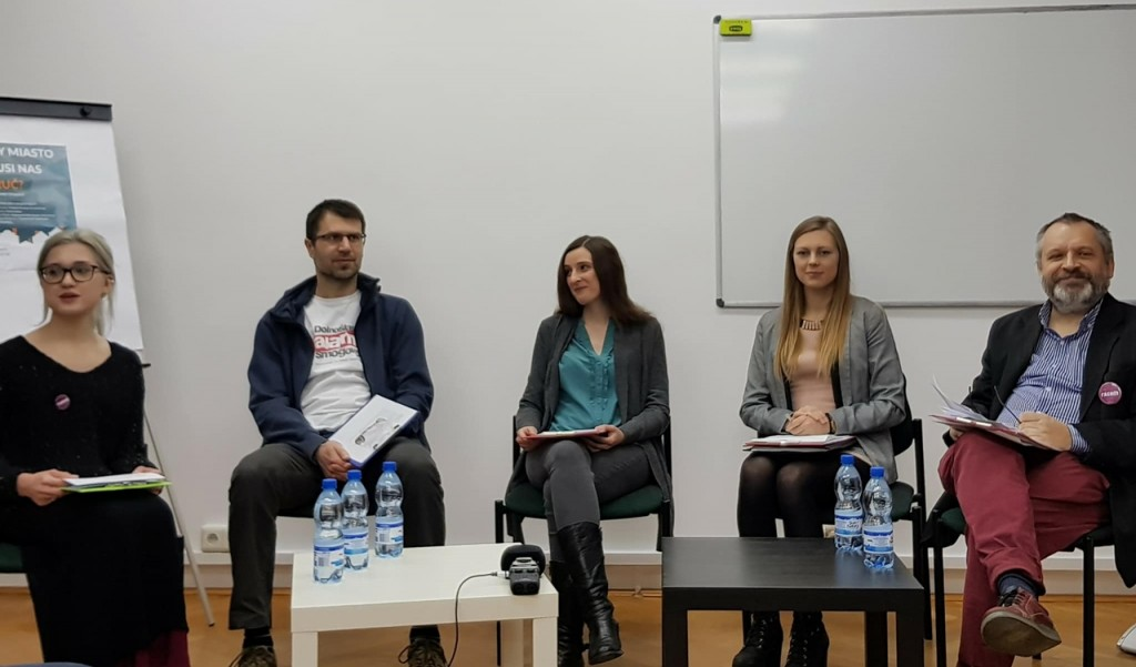 Od lewej: Anna Szudek (prowadząca), Radosław Lesisz, Aleksandra Zienkiewicz, Julia Rokicka, Robert Maślak; fot. Małgorzata Tracz.