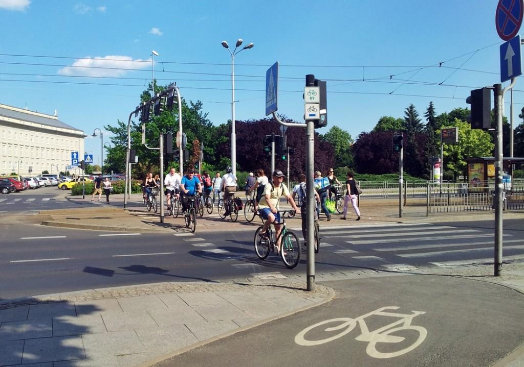 Rowerzystów we Wrocławiu jest coraz więcej. Purkyniego/pl. Społeczny. Fot. A. Zienkiewicz