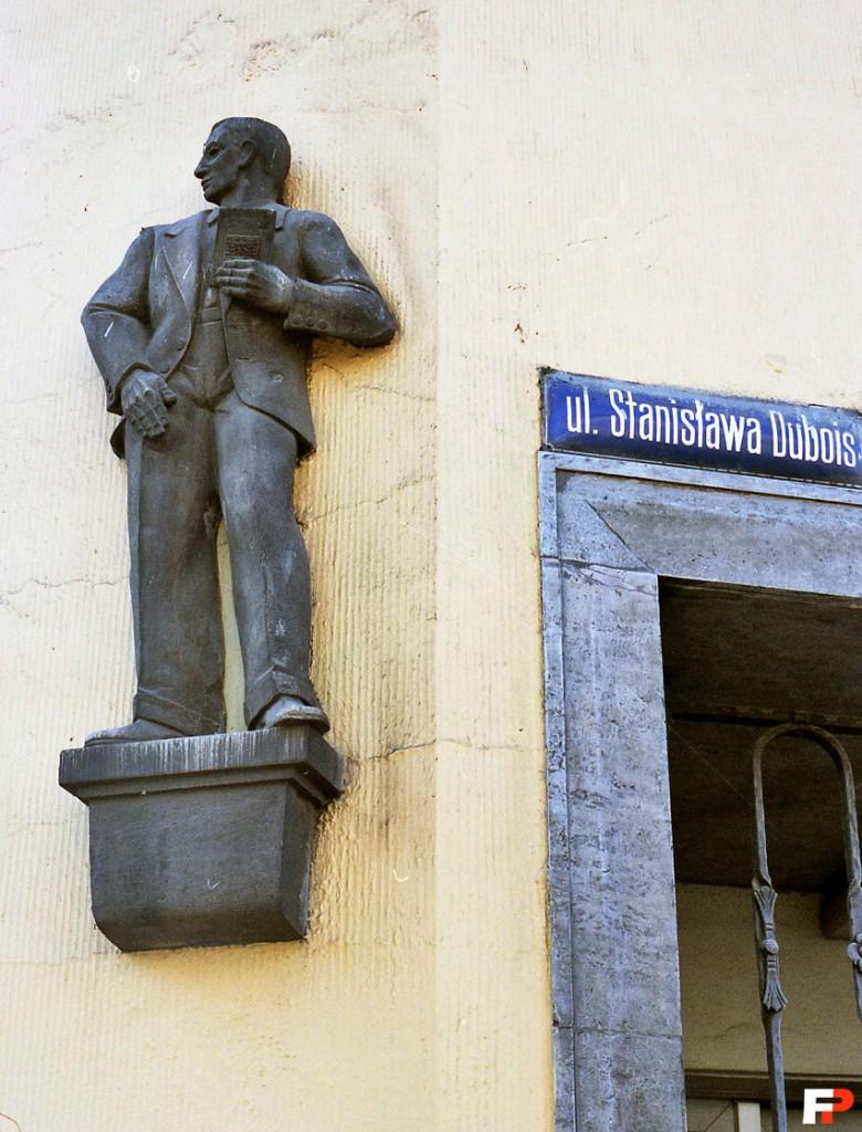 Rzeźba z herbem na książce, ul. Drobnera 8, https://fotopolska.eu/Wroclaw/b9400,Dubois_2_-_Drobnera_8.html?f=29321-foto